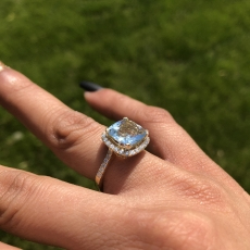 2.95 Carat Aquamarine and diamond ring in 14k Yellow gold