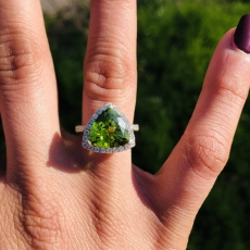 4.71 CArat Peridot and diamond ring in 14k Yellow Gold.