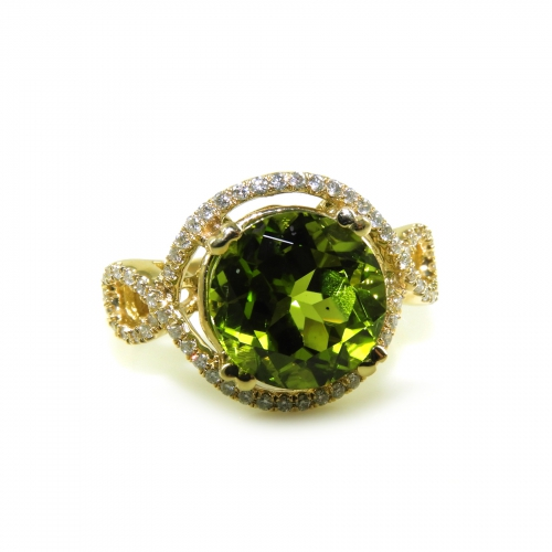 4.73 Carat Peridot And Diamond Ring In 14k Yellow Gold